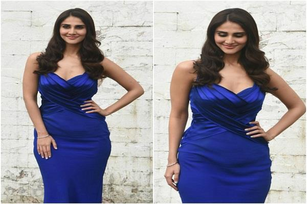 vani kapoor reached for promotion in slim fit blue gown