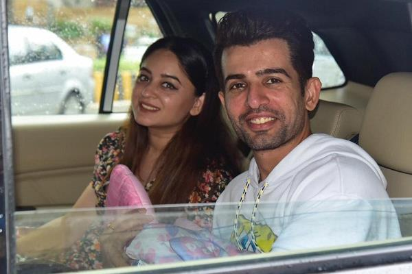 mahhi vij jay bhanushali take their daughter home from hospital
