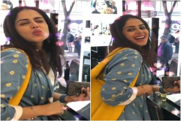genelia reaction on the song  jumma chumma