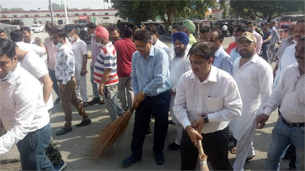 oath to maintain cleanliness administered to people on pm s birthday