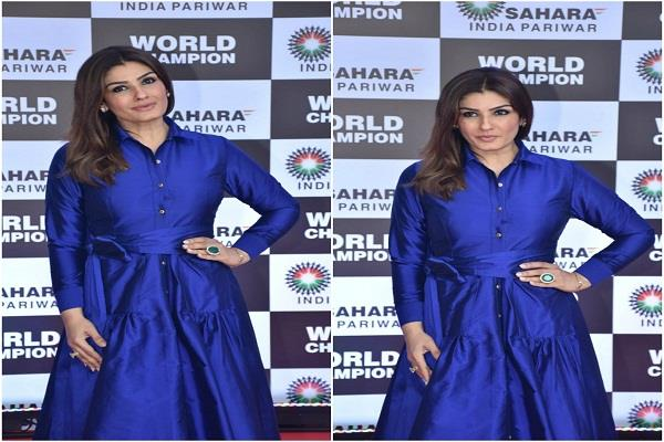 raveena tandon arrives at sahara event posing in blue dress