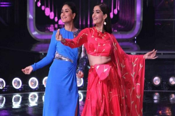 kareena shakes her waist with sonam on the set of dance india dance