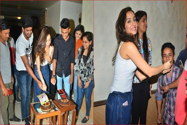 shraddha kapoor meet fans with white tank top and denim wear