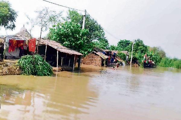 flood in samastipur due to increase water level of rivers