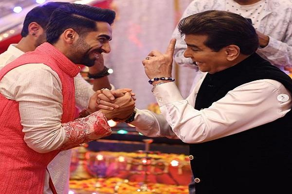 ayushmann khurrana matches steps with jeetendra on dream girl song