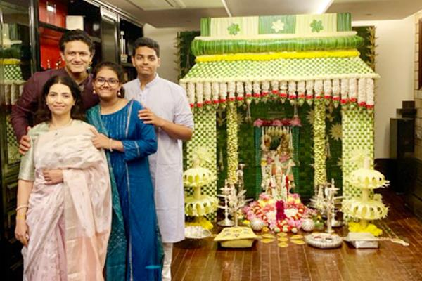 tendulkar and other cricketers celebrate ganesh festival