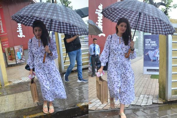 akshay kumar wife twinkle khanna spotted at juhu