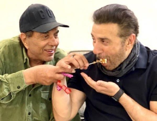 sunny deol celebrate his birthday with family member at their studio in juhu