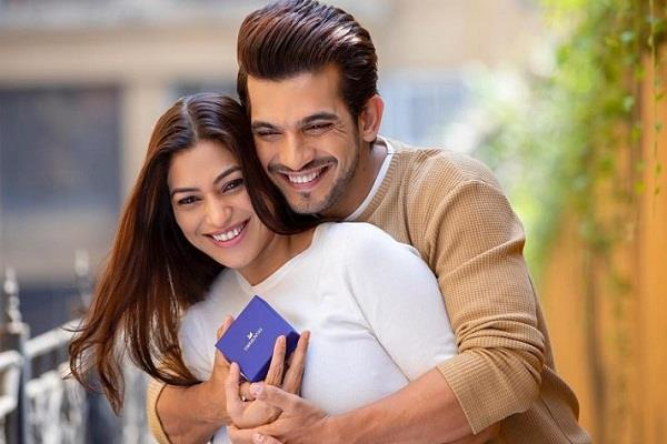 arjun bijlani celebrates birthday of corona positive wife