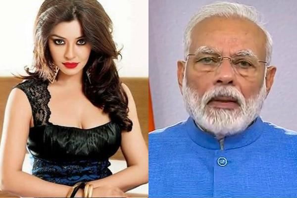 payal ghosh tagged pm modi and said these mafia gang will kill me