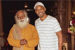 hollywood actor will smith spend time with sadhguru jaggi vasudev maharaj