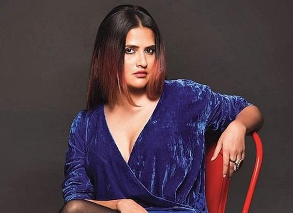 sona mohapatra give witty reply to user who says why feminists show cleavage