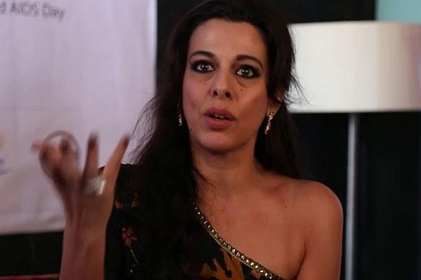pooja bedi angry over suspension of policemen in hathras case