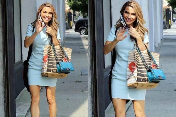 शॉर्ट ड्रेस में बोल्ड नजर आईं Chrishell Stause, मिलियन डॉलर स्माइल से यूं साधे फैंस पर निशाने