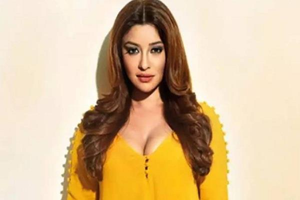 payal ghosh shares two year old tweet tells metoo india campaign fake