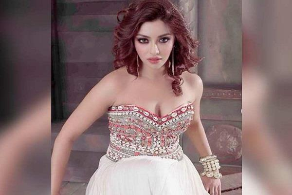 payal ghosh taunts bollywood stars in her tweet