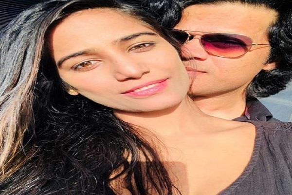 poonam pandey shares romantic video with husband sam bombay