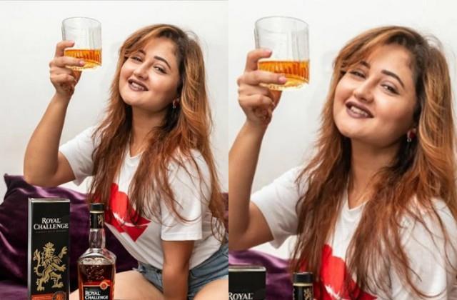 rashmi desai share her photos with holding glass of alcohol