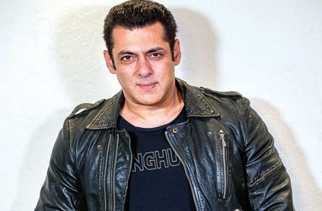 salman khan isolated himself after driver and staff are corona positive
