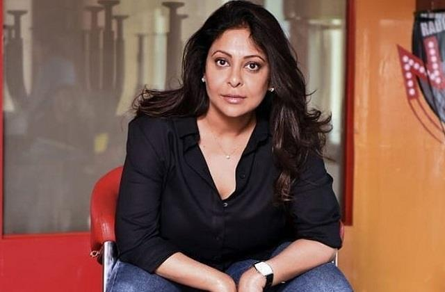 indigo airlines apologizes to shefali shah for his attitude