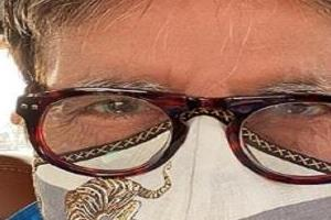 amitabh bachchan shares selfie with inspirational message