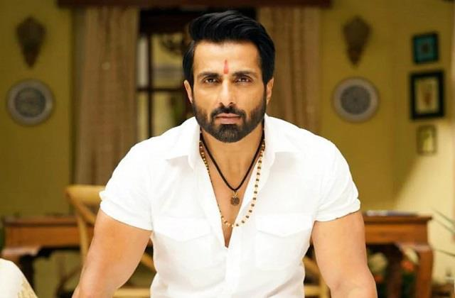 fan worship sonu sood photo actor gives reply