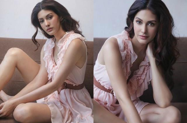 amyra dastur shares glamorous photos