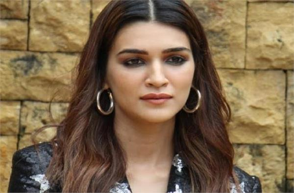 kriti sanon boosted the morale of the people amid corona crisis