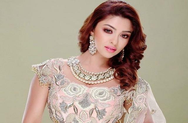 payal ghosh makes controversial statement users gets trolled