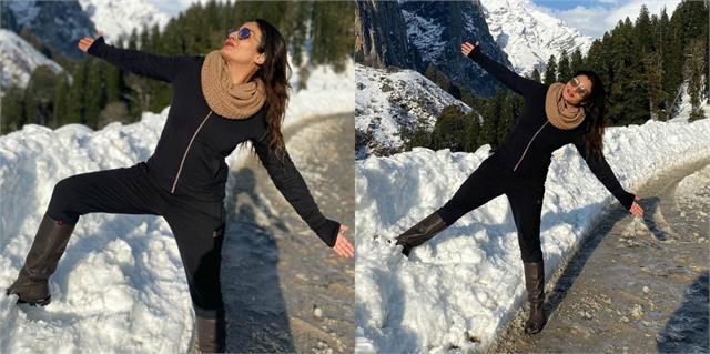 raveena tandon shares photos posing in shahrukh khan style