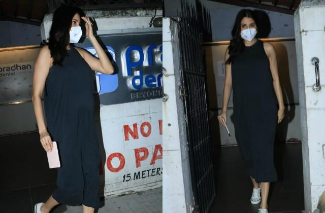 anushka sharma spotted at clinic