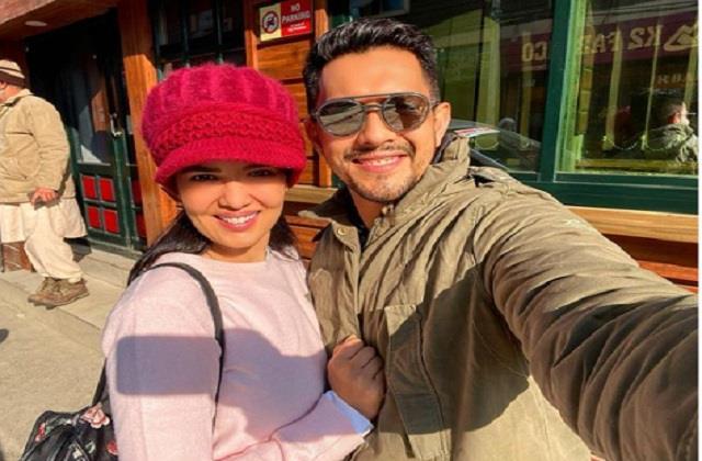 aditya narayan and shweta agarwal shares first honeymoon photo