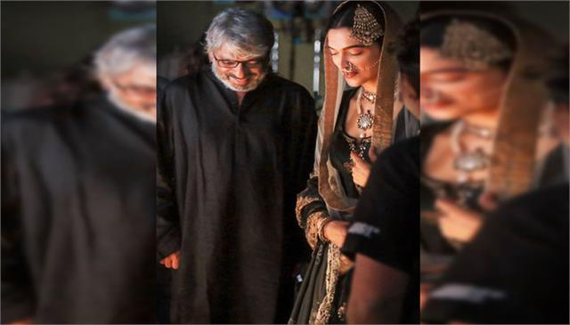 deepika shares happiness with fans bajirao mastani completes 5 years