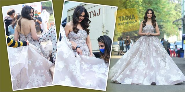 genelia d souza looks gorgeous in backless gown