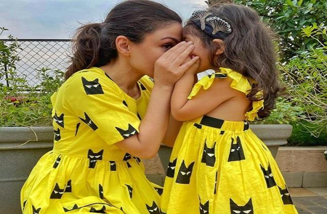 soha ali khan shares cute photo with daughter inaaya