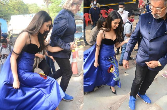 shraddha kapoor stunning photos viral with father shakti kapoor