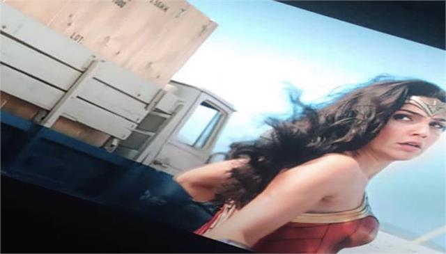 hrithik roshan praised the film wonder woman gadot