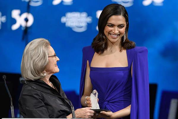 deepika padukon get crystal awardee by world economic forum