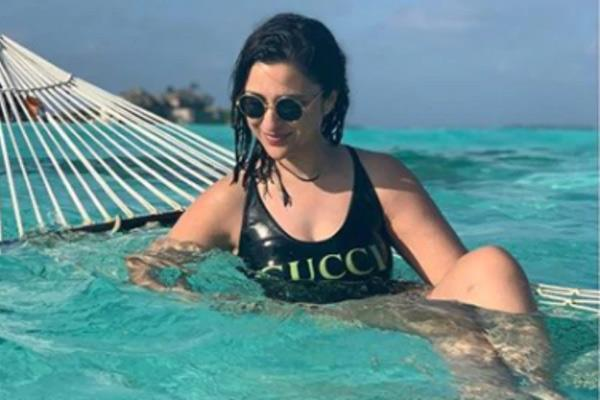 parineeti chopra in swimsuit share pictures on instagram