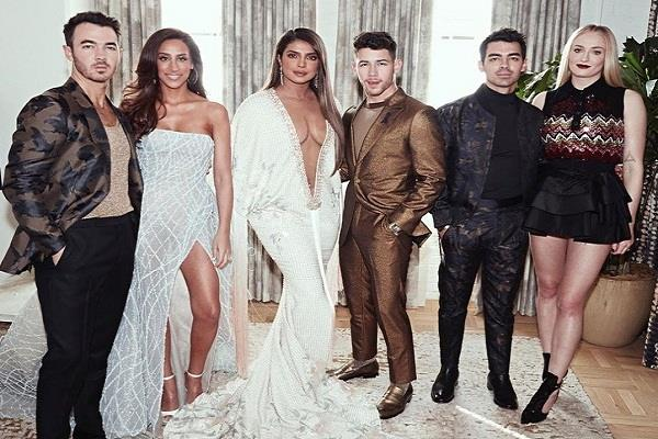 priyanka chopra shares photos with jonas brothers
