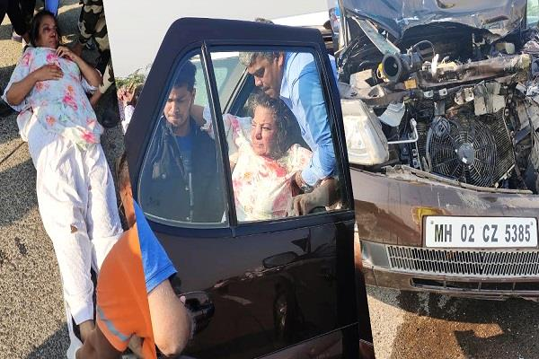 shabana azmi car accident with truck admitted to hospital in critical condition