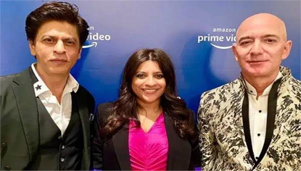 bezos shared stage with zoya and shahrukh news in hindi