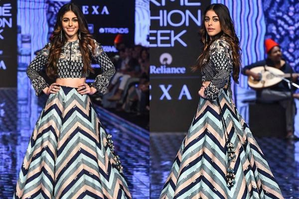 alaya furniturewala walks the ramp at lakme fashion week