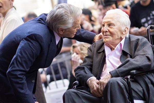 हॉलीवुड के दिग्गज एक्टर किर्क डगलस का 103 की उम्र में निधन