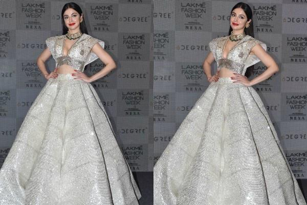 divya khosla looked stunning at lakme fashion week
