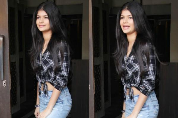 anjini dhawan look stylish as she spotted outside the restaurant