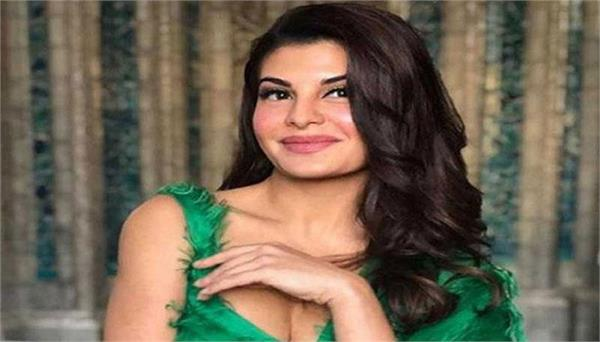 jacqueline in award function honored with the rulebreaker
