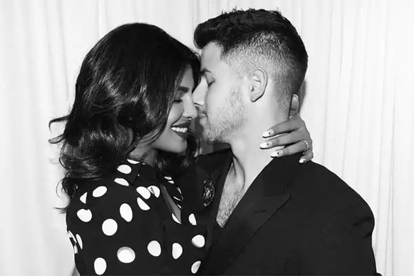 10 year age gap with priyanka chopra nick jonas says it s ok