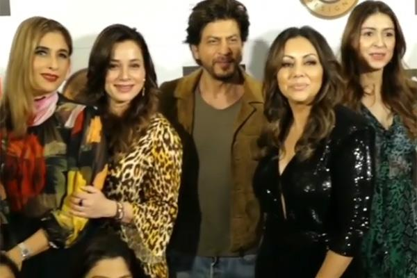 shah rukh khan visits wife gauri store gets clicked with her girl gang