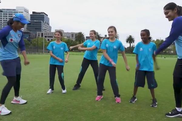 जेमिमा रॉड्रिग्स ने न्यूजीलैंड में लड़कियों को सिखाया बॉलीवु डांस,वीडियो वायरल